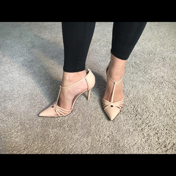 2a7853eae9ce Nude Sarah Jessica Parker heels. M 5a53e7d03b16081d2902042b